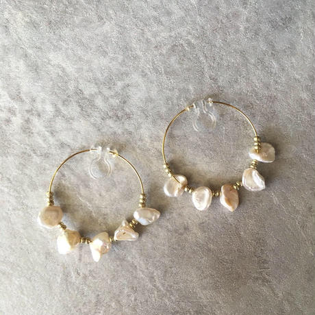 Perl design earring