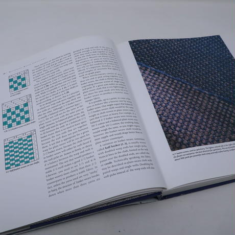 【古本】B2_36Mastering Weave Structures  Transforming Ideas into Great Cloth / Sharon Alderman