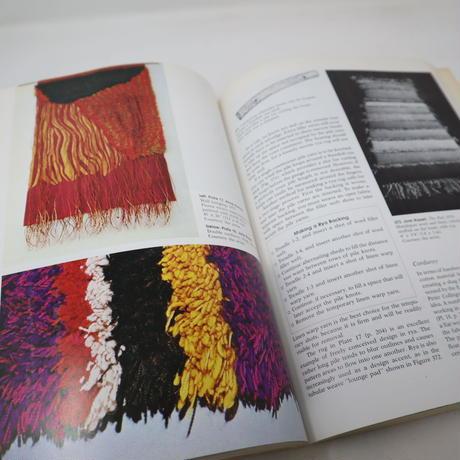 【古本】B2_300 Weaving A Handbook of Fiber Arts / Shirley E.Held