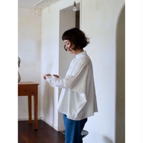 humoresque  stand collar blouse       – smoke white –