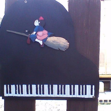 ピアノ看板(魔女の宅急便)
