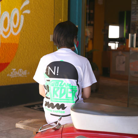 【KAKUOZAN LARDER x NEU!ALBUM x manucoffee】T-SHIRTS  [マヌLimited Color]