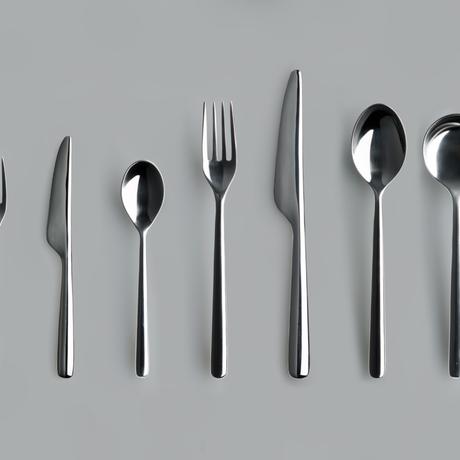 THE DINNER SPOON
