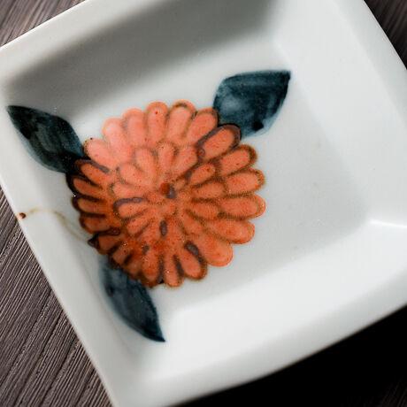 角皿小色絵 菊(赤)