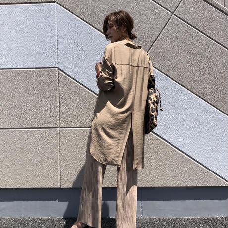 CLOCHE/ノーカラー光沢シャツ