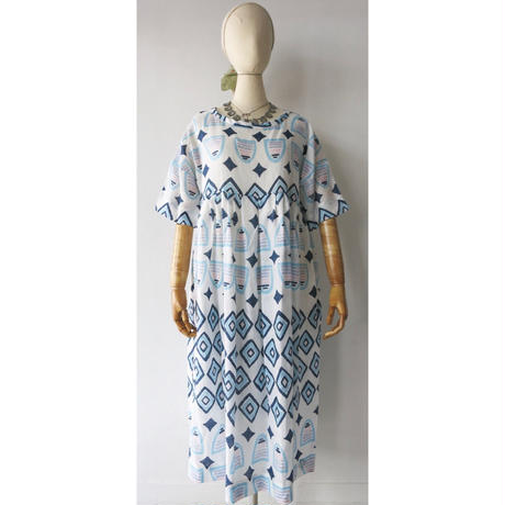 CHSS19-3752C LINEN ART BORDER PRINT TWIST KNECK DRESS MID(110C)