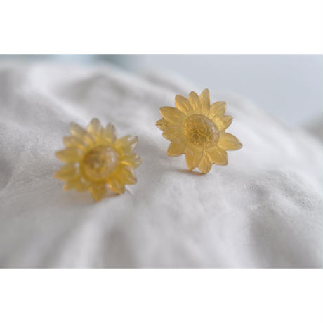 N-148 BUFFALO HORN   CHRYSANTHEMUM  EARRINGS
