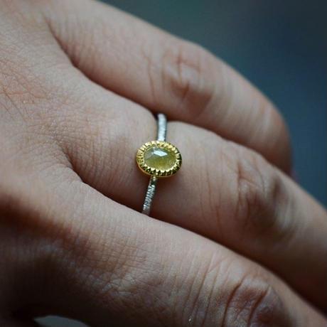 レモンイエローのナチュラル・ダイヤモンドの指環