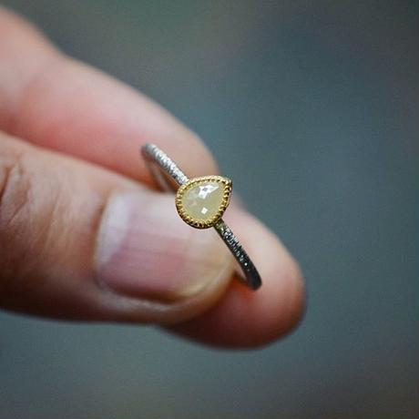 ナチュラル・ダイヤモンドの指環(ミルキーホワイト)