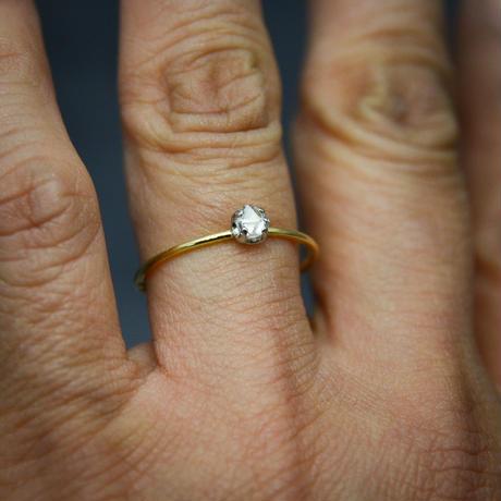 ラフダイヤモンド(ダイヤモンド原石)K18YG-Pt900の細い指環  0.21ct