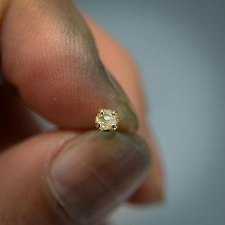 ラフダイヤモンド(ダイヤモンド原石)径約2.5mm -K18シングルピアス