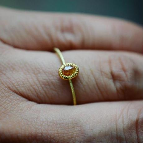 陽気なオレンジのナチュラル・ダイヤモンドの指環