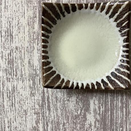 マカロンシリーズ 3寸正方皿 クリーム 4