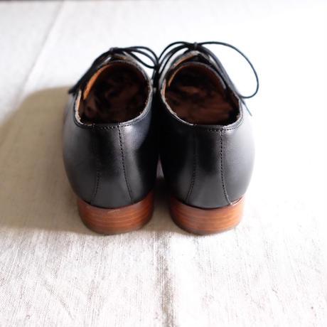Lady's agnes b. plane toe shoes