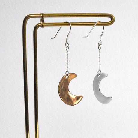 夜と昼 月ピアス ゴールド・白