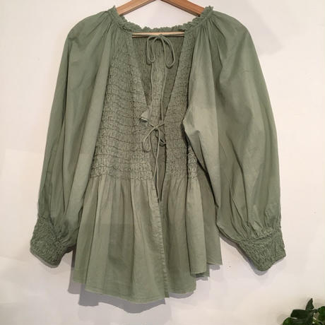 SMOCKING BK OPEN BLOUSE in Lime
