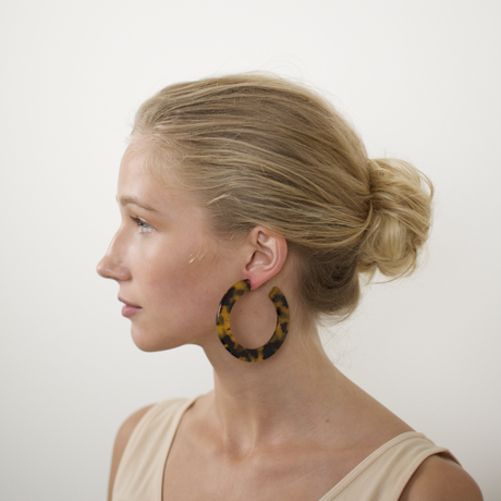 Grande Flat Hoops in Blonde Tortoise