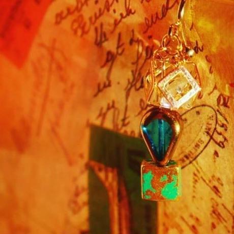 宝石と雫と森の石(ピアス)