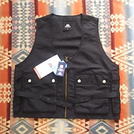 MOUNTAIN EQUIPMENT 『RADIO VEST (BLACK)』