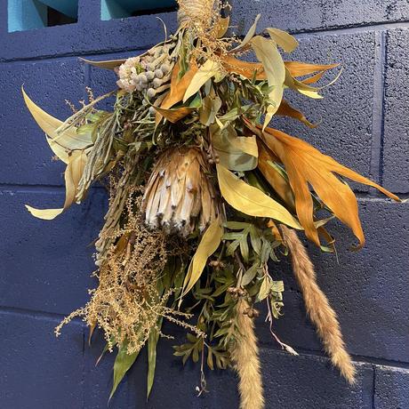 プロテアとサバルヤシの花のスワッグ