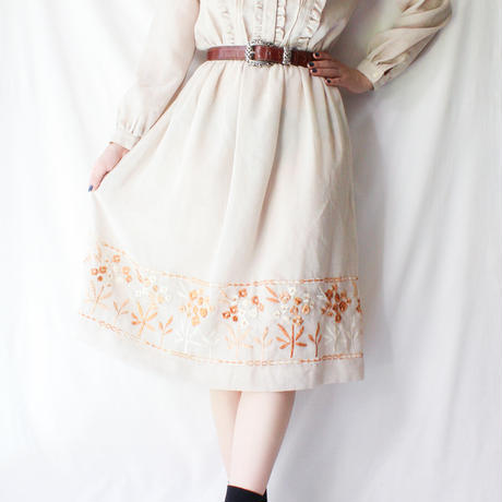 【Seek nur】Frill Design Embroidery Dress