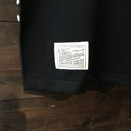 5656WORKINGS/DEVL FISH POCKET TEE_BLACK