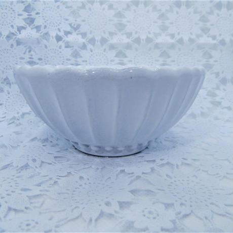 【イタリア陶器】ラ・セラミカ ストライプボウルS ホワイト【和洋折衷な雰囲気ですね!底のパール状の形が凝ってます】