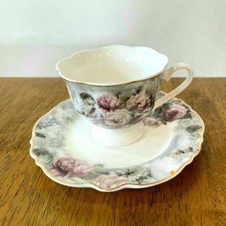 【上品な陶器のティーカップ】ローズブーケカップ&ソーサー【母の日の贈り物にぴったりです♪】