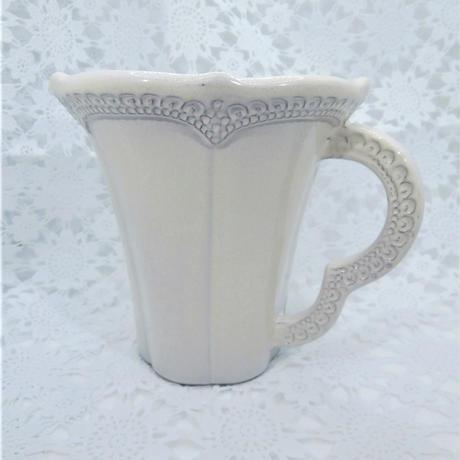 【セラミカはイタリア語で陶器!】ラ・セラミカ マグカップ/クリーム【レース調の模様に塗装は手作業♪】
