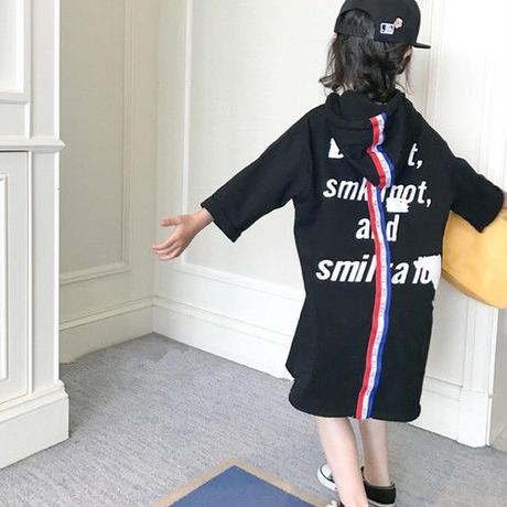 kids☻デザインがお洒落なフード付バックプリントワンピース【ブラック・ホワイト】