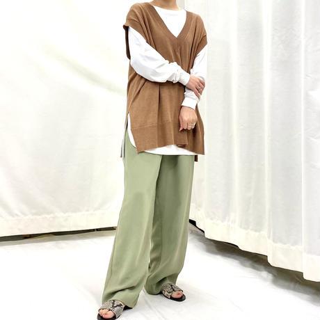 Solid V-neck vest  [2611816]