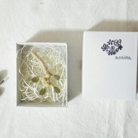 天然素材のブローチ  /ヤドリギ