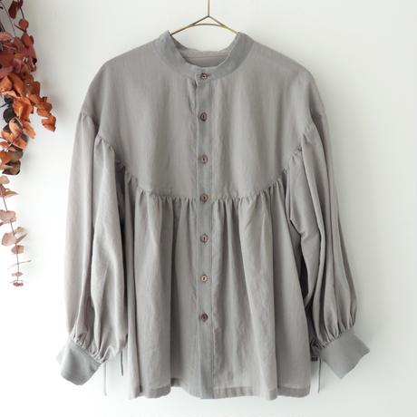 the last flower of the afternoon ザ ラスト フラワー オブ ジ アフタヌーン | 淡き光 round yoke blouse | グレー