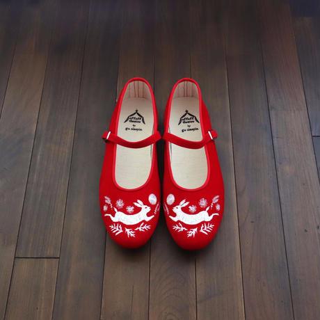 offoff theatre by gu siaoyin グ・シャオイン | 刺繍靴 | rabbit × moon