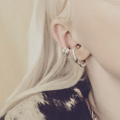 Literal earcuff ring (one color)