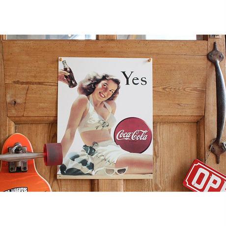 コカ コーラ Yes White Suit メタル サイン ブリキ看板 Made in USA 1056