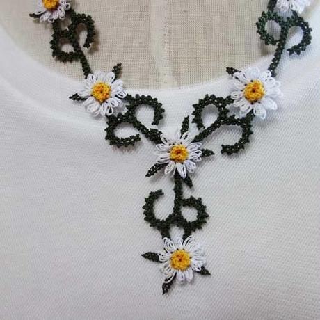 oya-neck6★イーネオヤ シルク糸で編む可憐なレース アクセサリー  (デイジーのモチーフ)