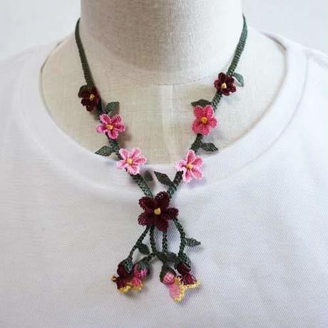 oya-neck12★イーネオヤ シルク糸で編む可憐なレース アクセサリー  (みかんの花ピンクとレッド)