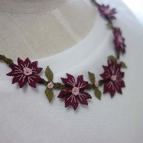 oya-neck5★イーネオヤ シルク糸で編む可憐なレース アクセサリー  (コスモスの花/パープル)