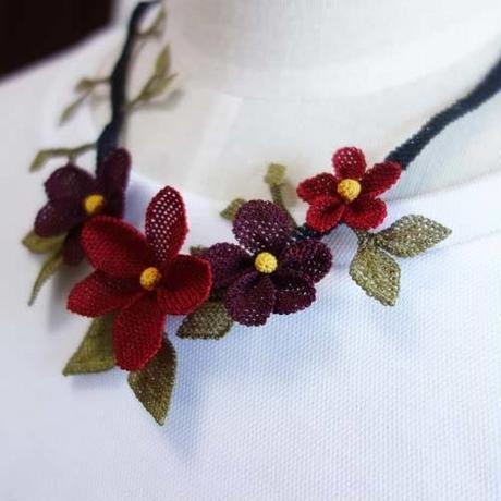 oya-neck14★イーネオヤ シルク糸で編む可憐なレース アクセサリー  (みかんの花ボルドー)