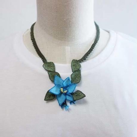 oya-neck2★イーネオヤ シルク糸で編む可憐なレース アクセサリー  (クレマチスの花)
