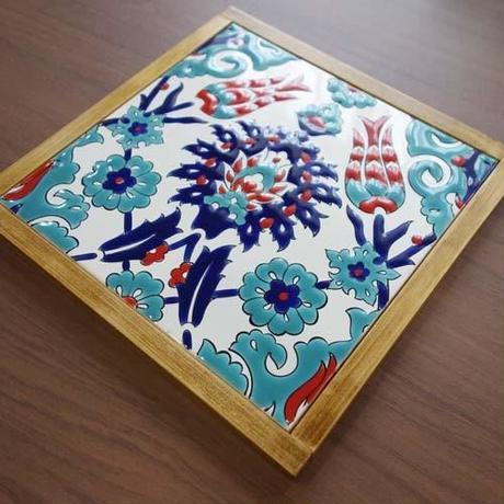 tilek70-1      ★鍋敷きにも使えるトルコ手描きのキュタフヤタイル  (チューリップ)