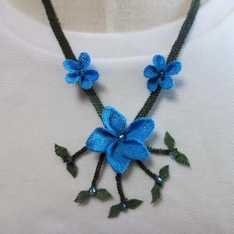 oya-neck10★イーネオヤ シルク糸で編む可憐なレース アクセサリー  (みかんの花ブルー)