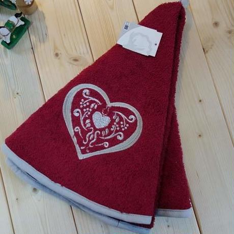 pv-towel021 ★機能性、デザイン性抜群!プロヴァンスの豊かな自然をモチーフにした円形タオル(ハートレッド)