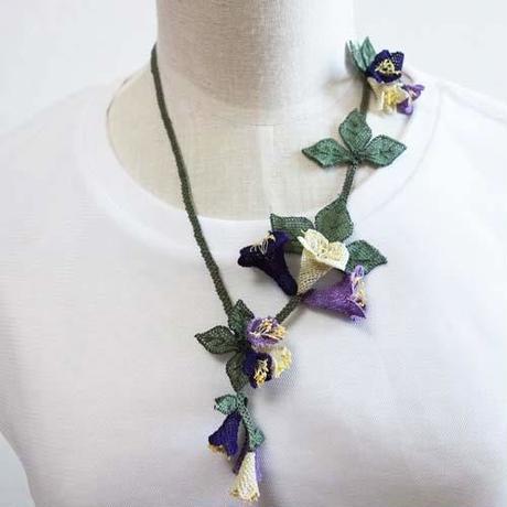 oya-neck20★イーネオヤ シルク糸で編む可憐なレース アクセサリー  (ゆりの花紫と白)