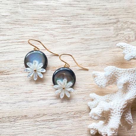 14KGF White Flower Shell & Black MOP Short Earrings