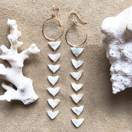14KGF White Triangle Shell Earrings