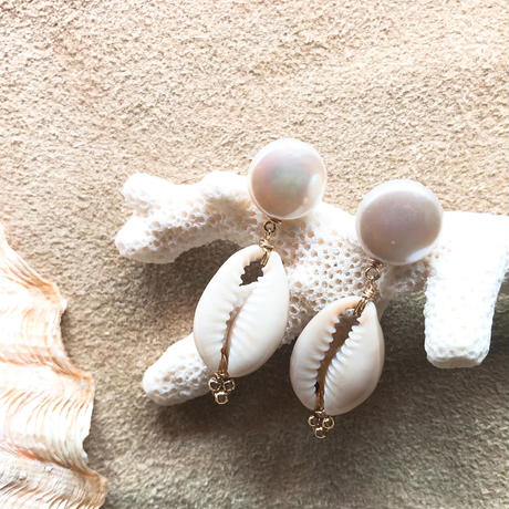 14KGF Cowrie Shell & Pearl Short Earrings