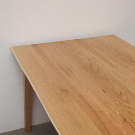 D149 クルミ材耳つきテーブル