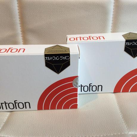 ORTOFON のヘッドシェル付きカートリッジ 2M RED SH4R とMCQ5-SH4R の2個セットです。